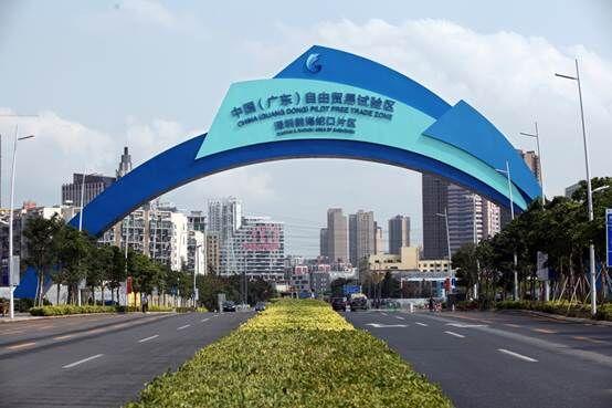 """深圳前海蛇口片区颁发首张""""一照三号""""营业执照"""